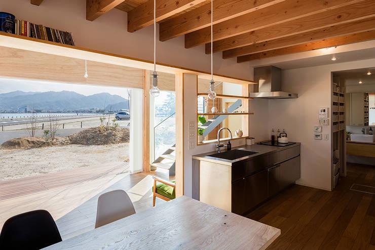 Cocinas de estilo moderno por 建築設計事務所SAI工房