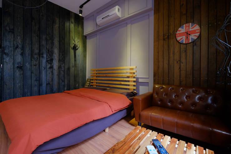 兩種顏色組成的床包組合:  室內景觀 by Lee Design International 空間&室內設計