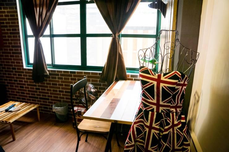 走進福爾摩斯 Baker Street 貝克街的英倫套房:  商業空間 by Lee Design International 空間&室內設計