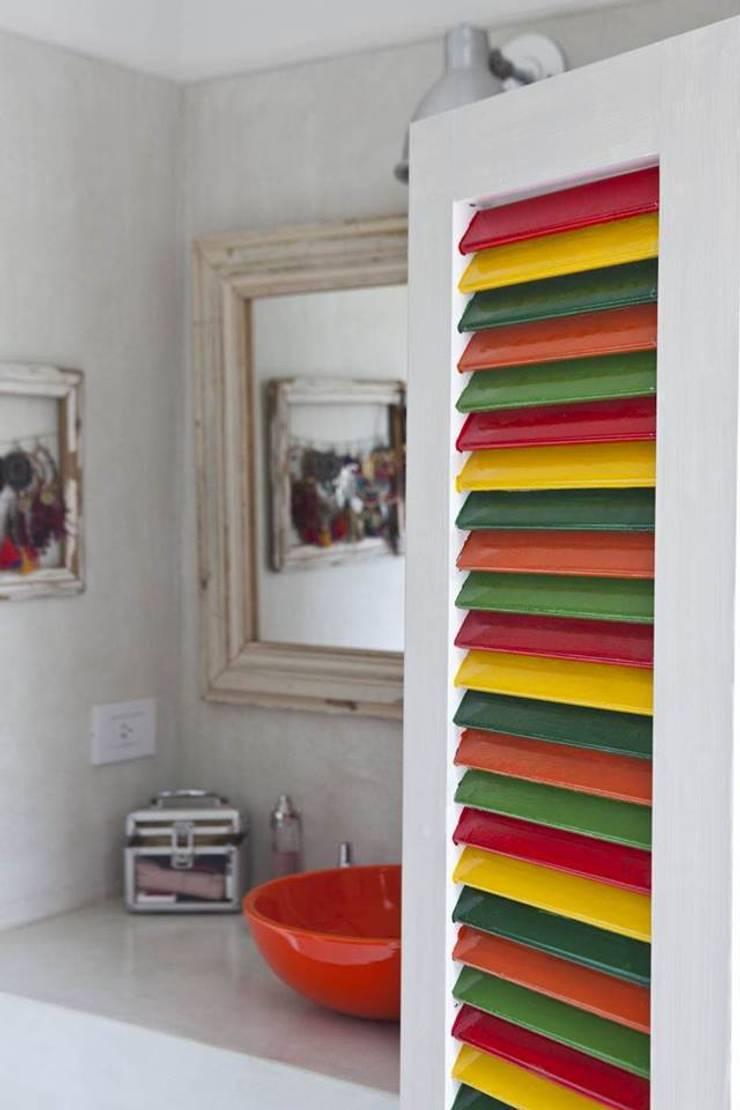 Casa en San Isidro: Baños de estilo  por Rocha & Figueroa Bunge arquitectos,