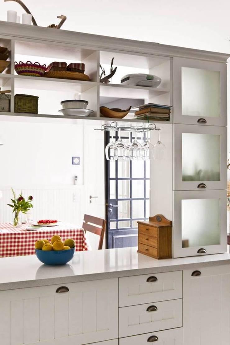 Casa en San Isidro: Cocinas de estilo  por Rocha & Figueroa Bunge arquitectos,