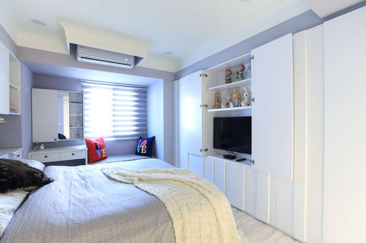 向美式經典致敬--二十年老屋新個性:  臥室 by 微自然室內裝修設計有限公司