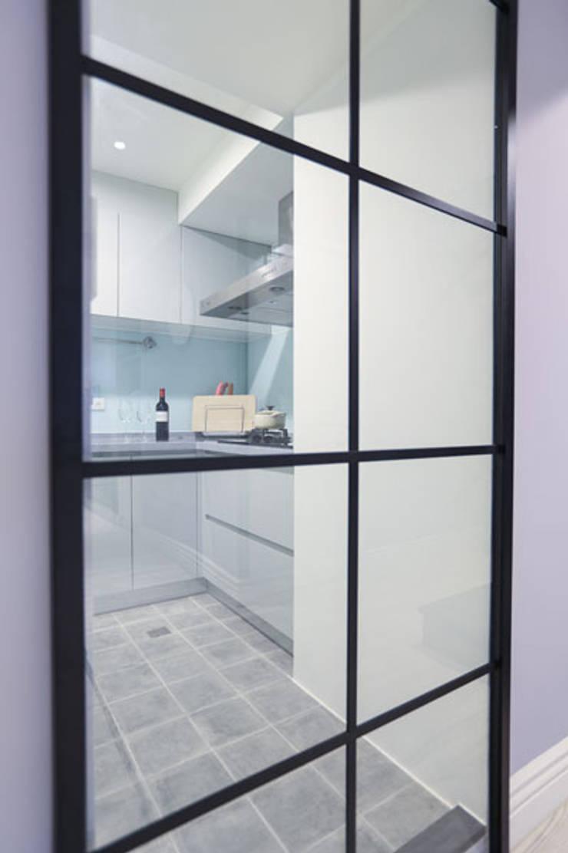 向美式經典致敬--二十年老屋新個性:  廚房 by 微自然室內裝修設計有限公司