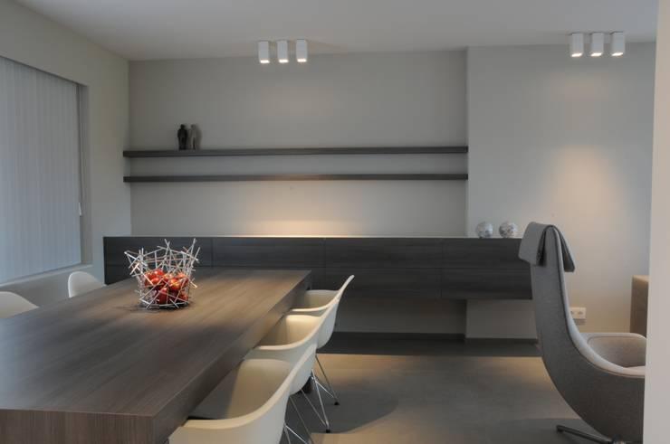 Woning verbouwing + inrichting.:  Woonkamer door idee-m, Modern
