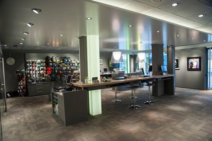 Winkel Foto Kuipers Apeldoorn:  Winkelruimten door Klaaysen design B.V., Scandinavisch