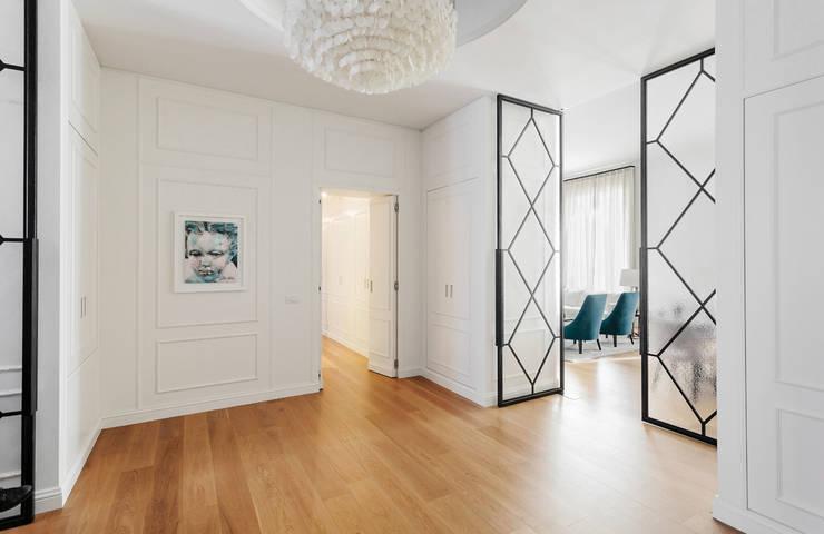 Projekty,  Korytarz, przedpokój zaprojektowane przez NOMADE ARCHITETTURA E INTERIOR DESIGN