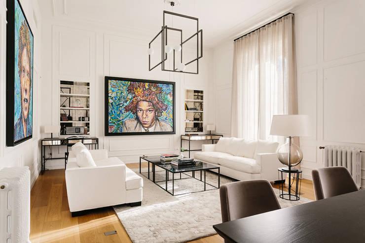 غرفة المعيشة تنفيذ NOMADE ARCHITETTURA E INTERIOR DESIGN