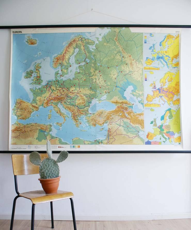 Super grote vintage schoolplaat van Europa. Retro Geografie landkaart/wereldkaart, 1978:   door Flat sheep, Industrieel