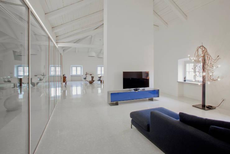 Living room by Pietro Carlo Pellegrini Architetto