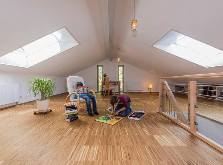 Nursery/kid's room by KitzlingerHaus GmbH & Co. KG