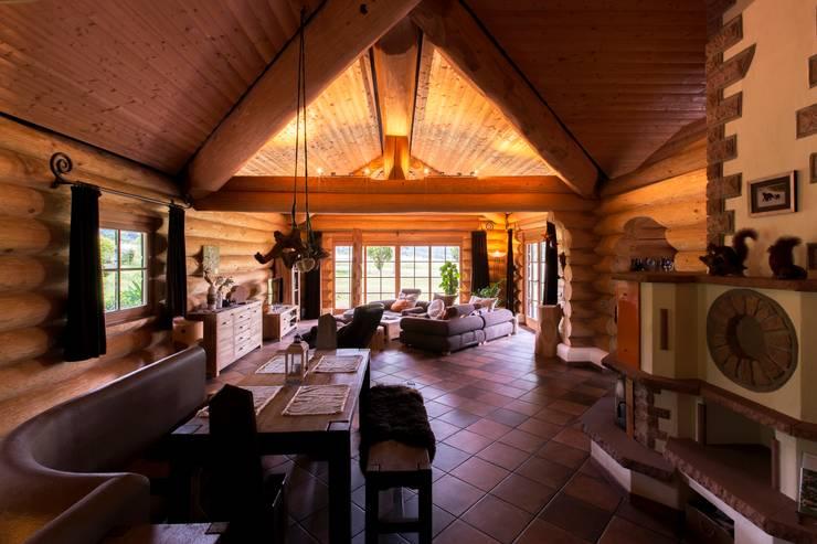 Haus Racoon Hill:  Wohnzimmer von das holzhaus Oliver Schattat GmbH