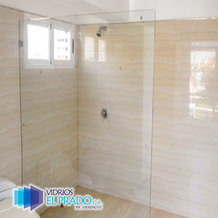 panel fijo para cuarto de ducha : Baños de estilo  por vidrios el prado