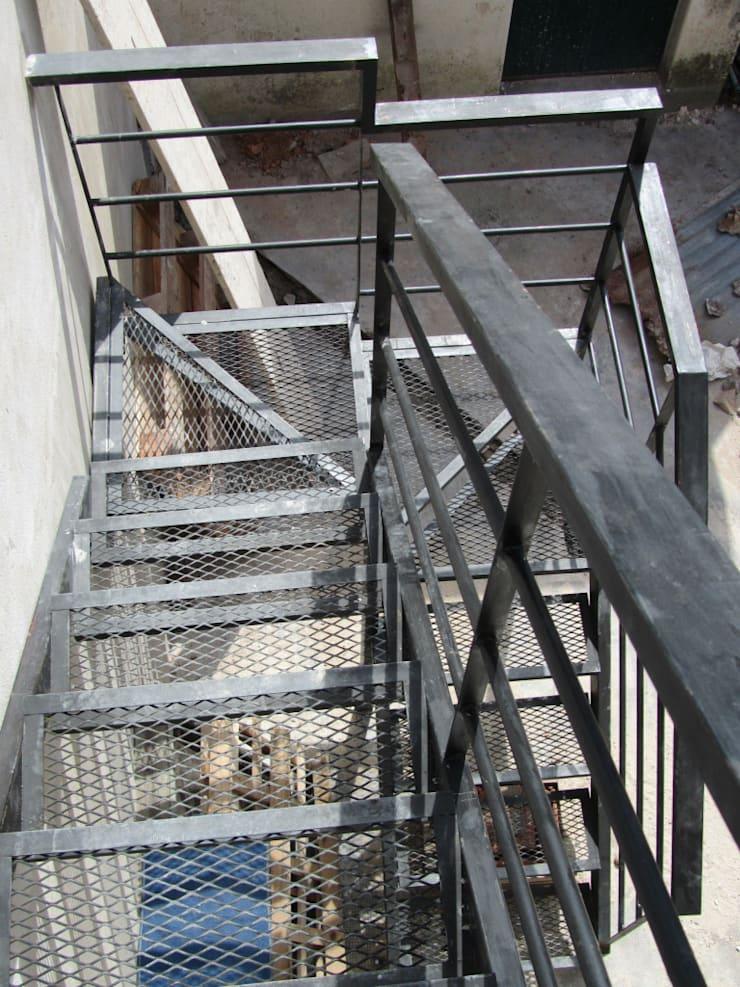REMODELACION Y AMPLIACION CASA EN AVELLANEDA: Pasillos y recibidores de estilo  por Arquitecta MORIELLO,