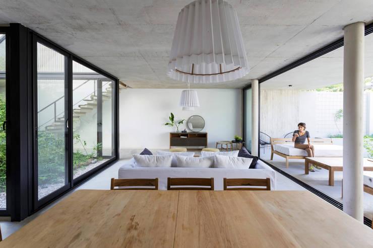 Casa MeMo - VIVIENDA UNIFAMILIAR ICONO DE LA SUSTENTABILIDAD : Comedores de estilo  por BAM! arquitectura