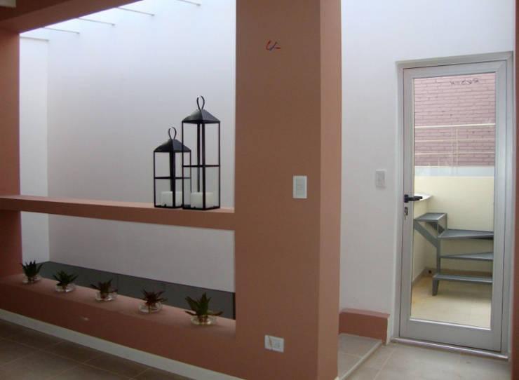 REMODELACION Y AMPLIACION CASA EN VERSALLES: Estudios y oficinas de estilo  por ARQUITECTA MORIELLO,Moderno