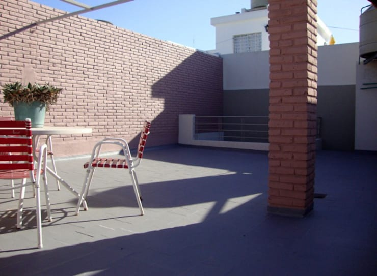 REMODELACION Y AMPLIACION CASA EN VERSALLES: Terrazas de estilo  por ARQUITECTA MORIELLO,Moderno
