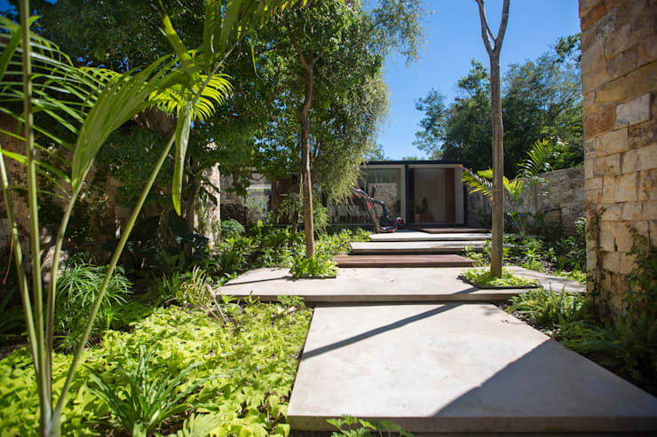 Acceso Principal: Pasillos y recibidores de estilo  por FGO Arquitectura