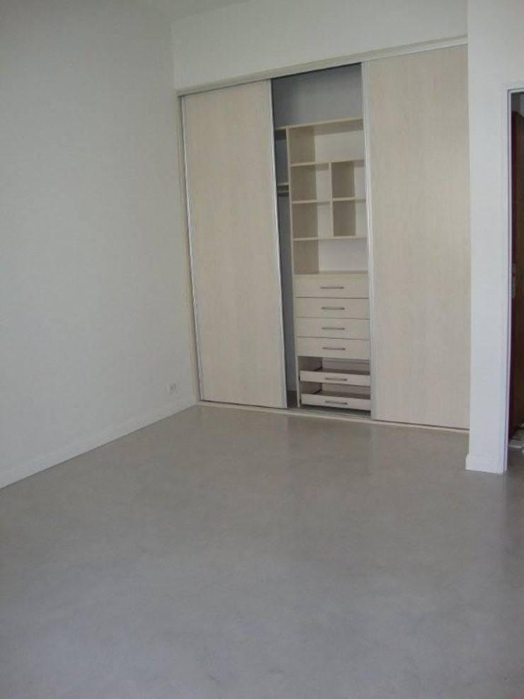REMODELACION DEPARTAMENTO EN BELGRANO: Dormitorios de estilo  por Arquitecta MORIELLO