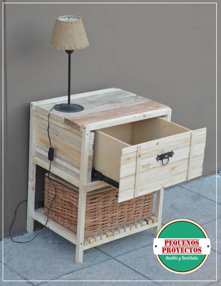 MESA DE LUZ: Dormitorios de estilo  por Pequeños Proyectos,