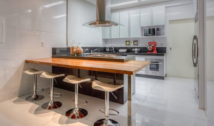 cozinha integrada: Cozinhas  por JANAINA NAVES - Design & Arquitetura,Eclético
