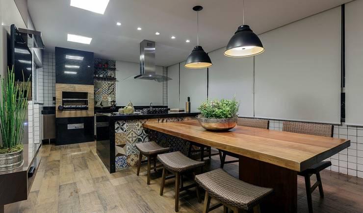 Área gourmet: Cozinhas  por JANAINA NAVES - Design & Arquitetura,Eclético