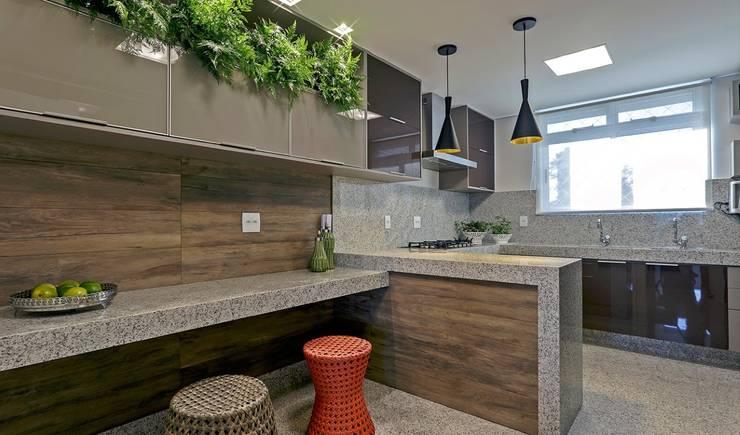 Cozinha: Cozinhas  por JANAINA NAVES - Design & Arquitetura,Eclético