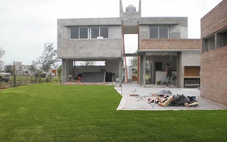 Jardín Bas: Jardines de estilo  por Dhena CONSTRUCCION DE JARDINES,