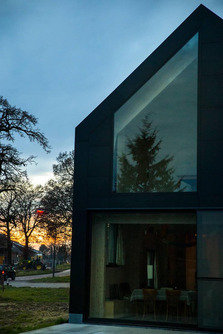 Dear Farm:  Ramen door VIVA Architecture, Modern