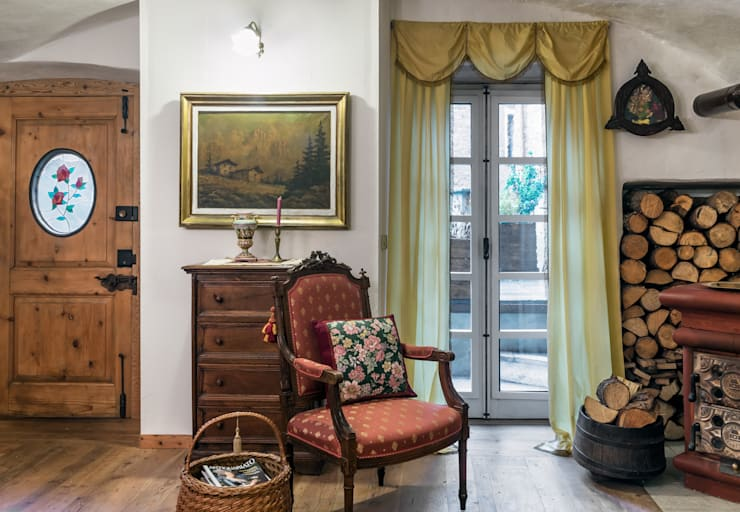 Living room by L'Antica s.a.s.