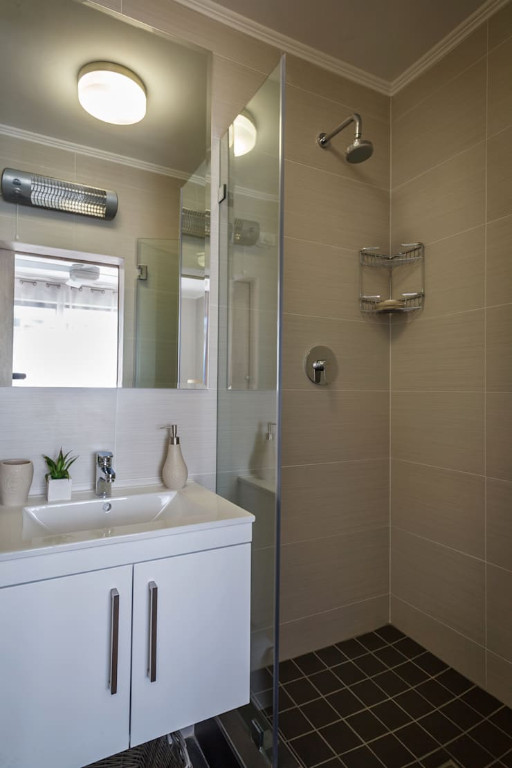 Holiday Let apartments:  Bathroom by Nailed it Projects