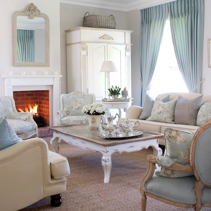 Craighall Home:  Living room by Peter Thomas Interiors