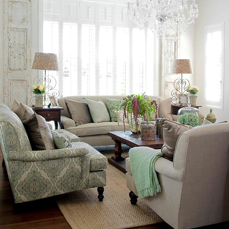 A touch of green:  Living room by Peter Thomas Interiors