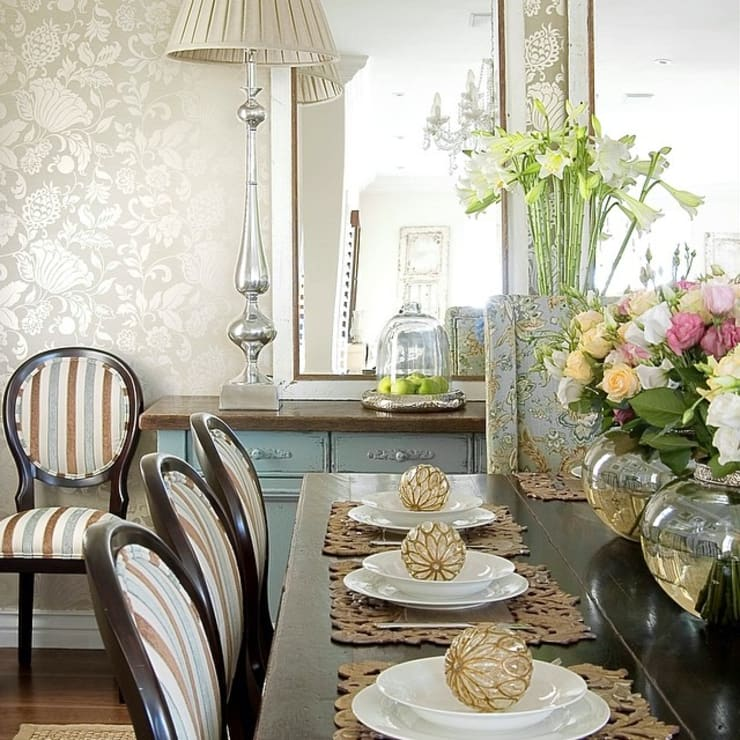 Dining room table:  Dining room by Peter Thomas Interiors