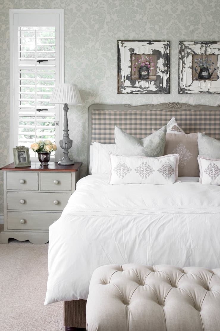 Neutral check:  Bedroom by Peter Thomas Interiors