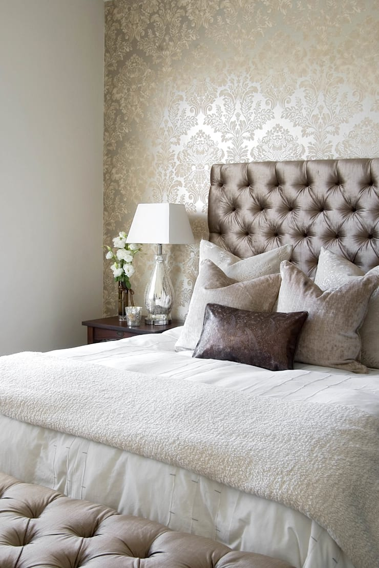 French bedroom:  Bedroom by Peter Thomas Interiors