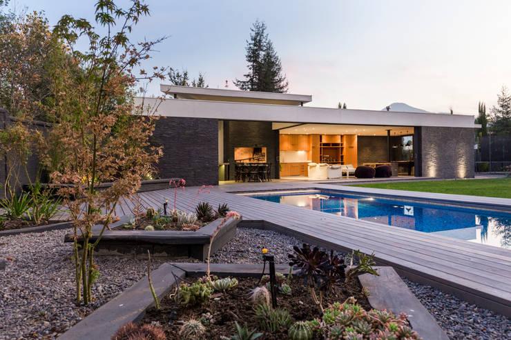 Quincho La Dehesa: Casas de estilo  por Nicolas Loi + Arquitectos Asociados