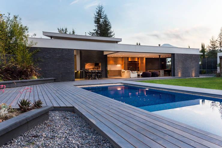 Terrazza in stile  di Nicolas Loi + Arquitectos Asociados