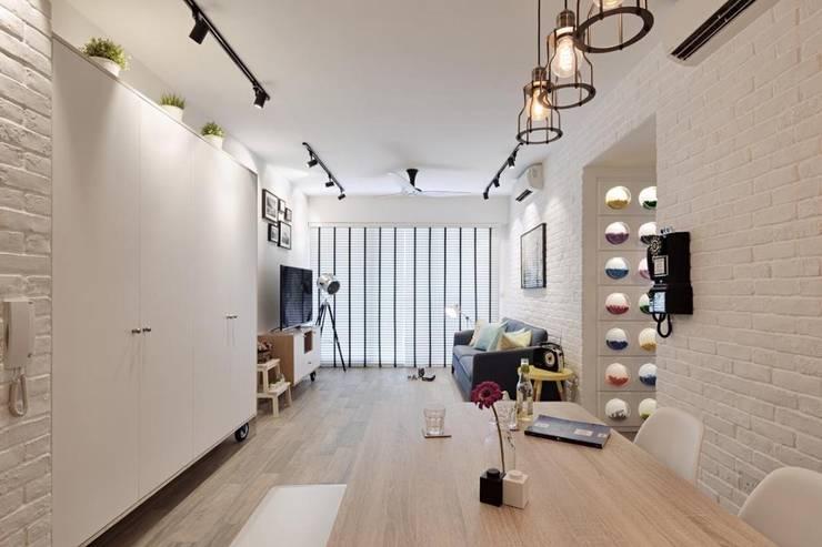 Living Room - RiverParc Residence (Punggol) interior design by POSH HOME:  Living room by Posh Home