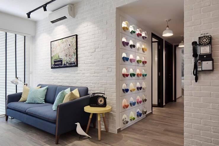 Living Room Corridor - RiverParc Residence (Punggol) interior design by POSH HOME:  Corridor, hallway by Posh Home