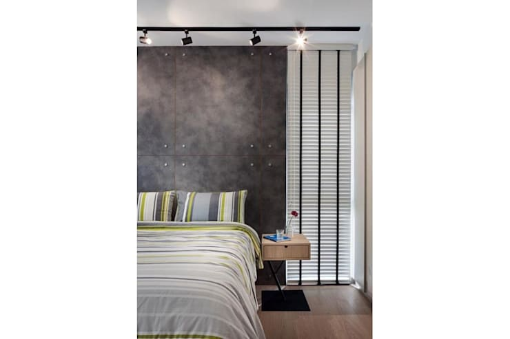 Master Bedroom - RiverParc Residence (Punggol) interior design by POSH HOME:  Bedroom by Posh Home
