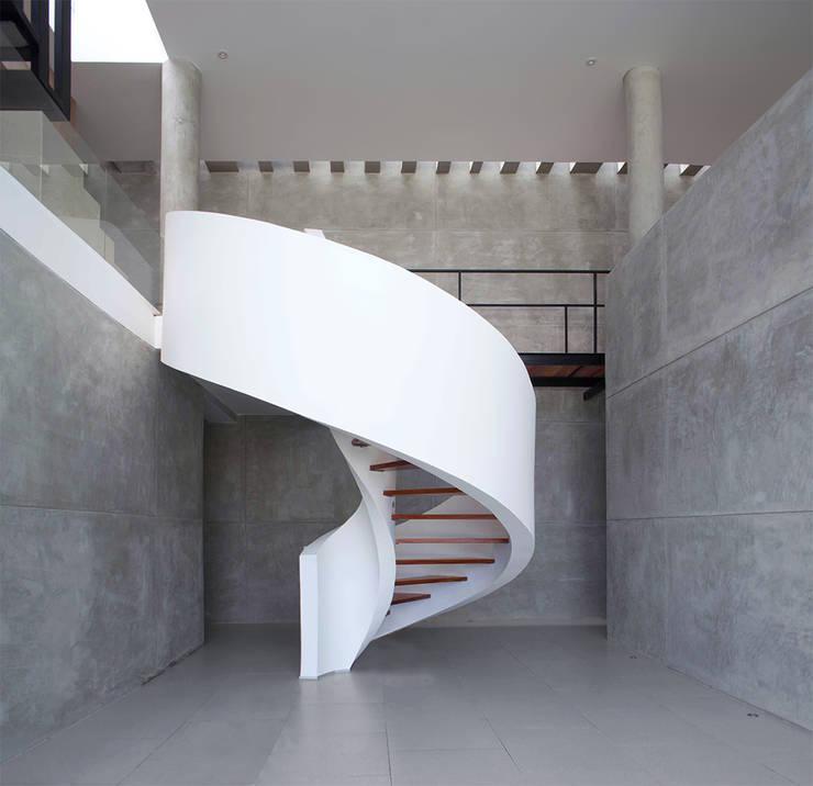 Cinta: Vestíbulos, pasillos y escaleras de estilo  por Chetecortés