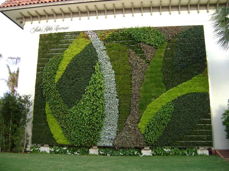 vertical garden:  Pusat Perbelanjaan by NISCALA GARDEN | Tukang Taman Surabaya