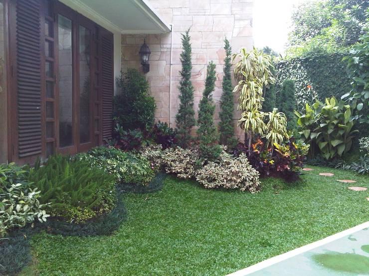 Jardines de estilo minimalista por NISCALA GARDEN | Tukang Taman Surabaya