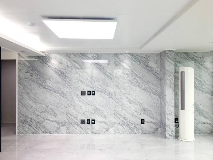 자양 한화꿈에그린  / 33평형 아파트 인테리어 : 오락디자인의  거실,
