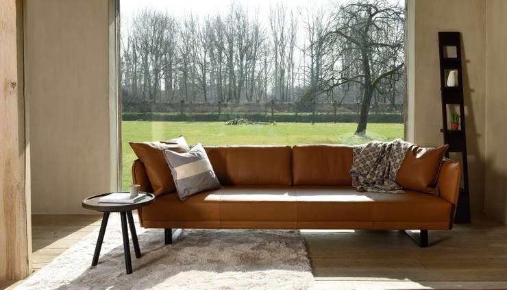 VIC sofa van MOOME:  Woonkamer door MOOME