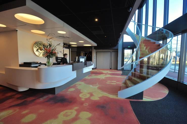 Salones de eventos de estilo  por Bobarchitectuur, Moderno