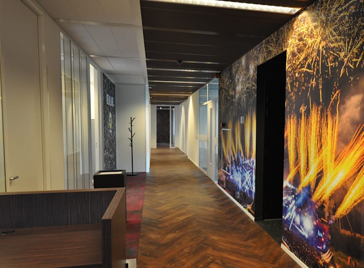 Gang kantoor :  Kantoor- & winkelruimten door Bobarchitectuur, Modern Hout Hout