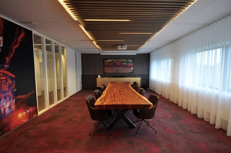 Vergaderzaal:  Kantoor- & winkelruimten door Bobarchitectuur, Modern