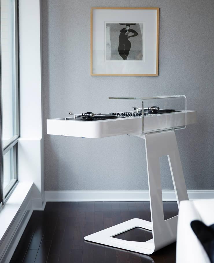 Turntables: modern Living room by Douglas Design Studio