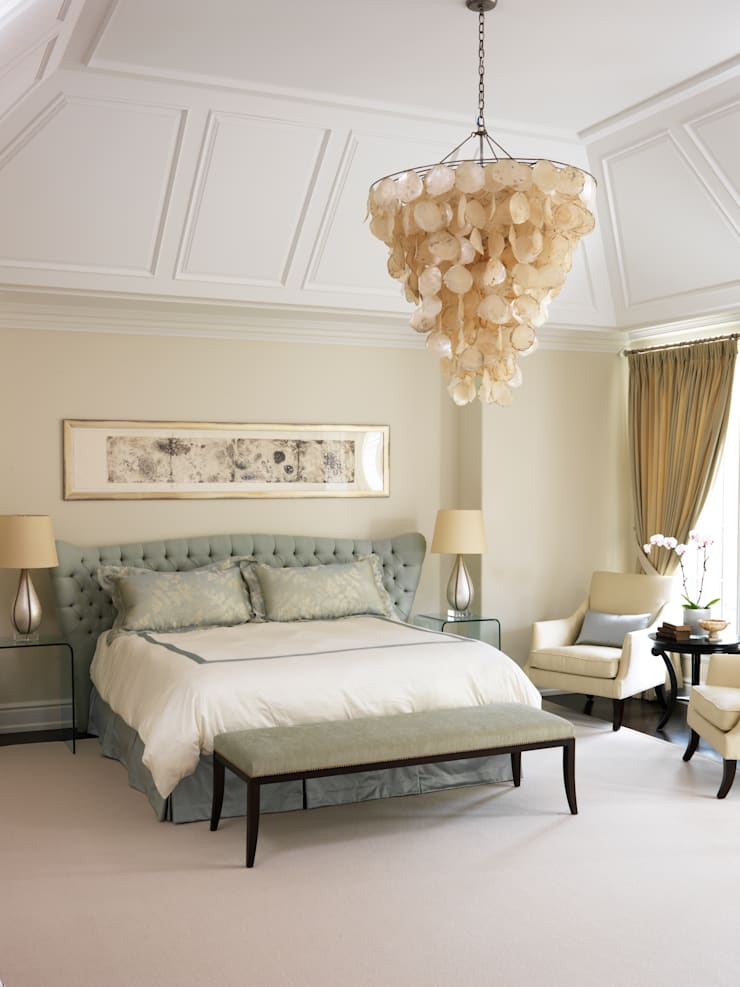 Bedroom:  Bedroom by Douglas Design Studio